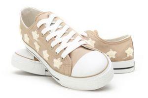 回力和匡威帆布鞋哪个质量好?两个牌子价格怎么样?
