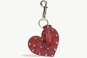 钥匙扣什么样造型好看?Valentino 桃心钥匙扣好吗?-1