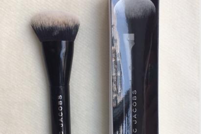 Marc Jacobs二号粉底刷适合什么底妆产品使用?妆感好吗?-1