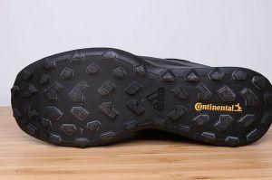 连绵阴雨?你需要一双防水的阿迪达斯户外鞋-3