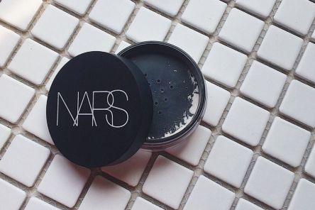 nars蜜粉与蜜粉饼区别?哪款好用?-1