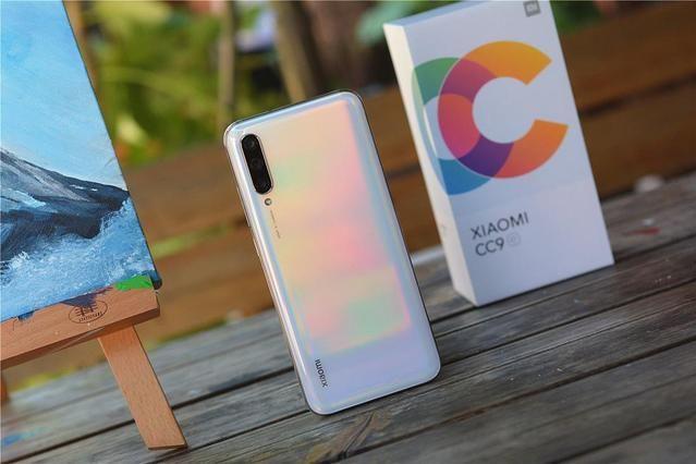 小米发布小屏精华版CC9e,搭载4030mAh电池,网友:1500元没能打-1