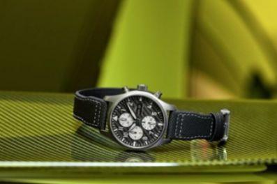 """万国表联手梅赛德斯-AMG发布全新飞行员计时腕表,""""AMG""""特别版-1"""